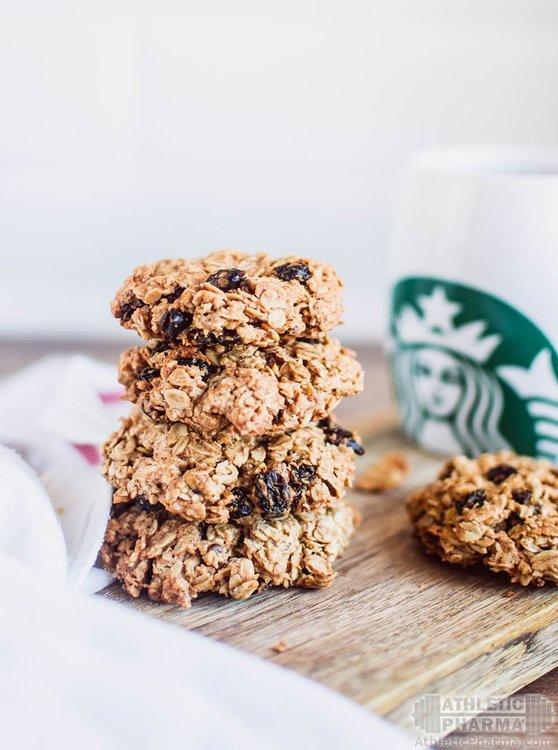 Деетическое печенье и кофейный напиток